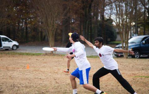 (Left to right) Seniors Damian Delgado and Neel Gajjar practice ultimate frisbee.