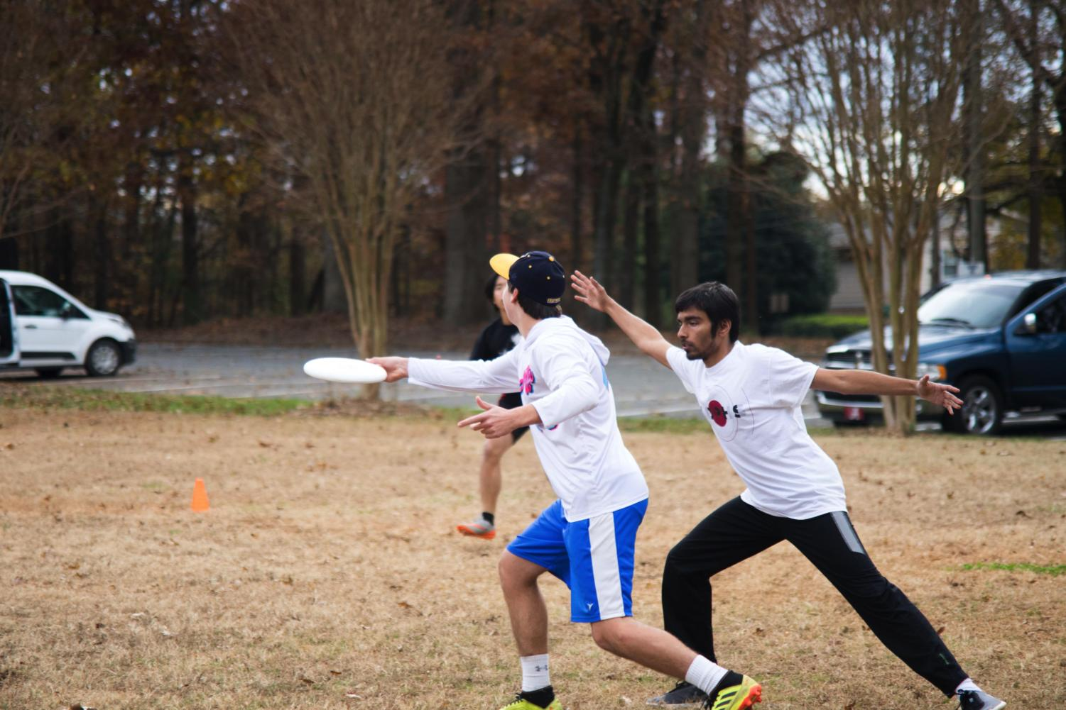 (Left to right) Seniors Damian Delgado and Neel Gajjar practice ultimate frisbee.